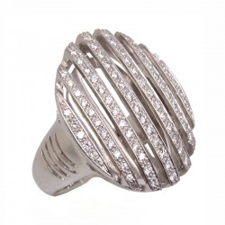 Anillo tipo sello oval con diamantes