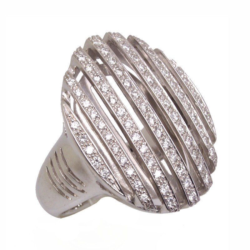 Anillo tipo sello oval con diamantes